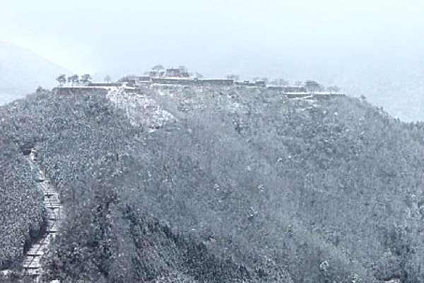 立雲峡から見た冬の竹田城跡