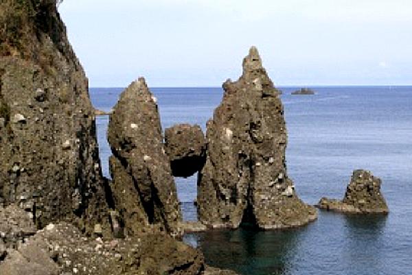 竹野町切浜「はさかり岩」